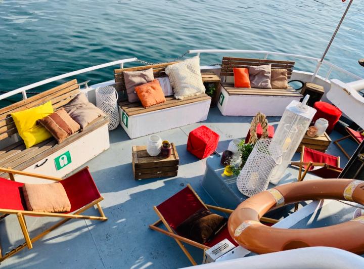 Sortie en mer avec Croisières Marseille Calanques, thème hippie bohème