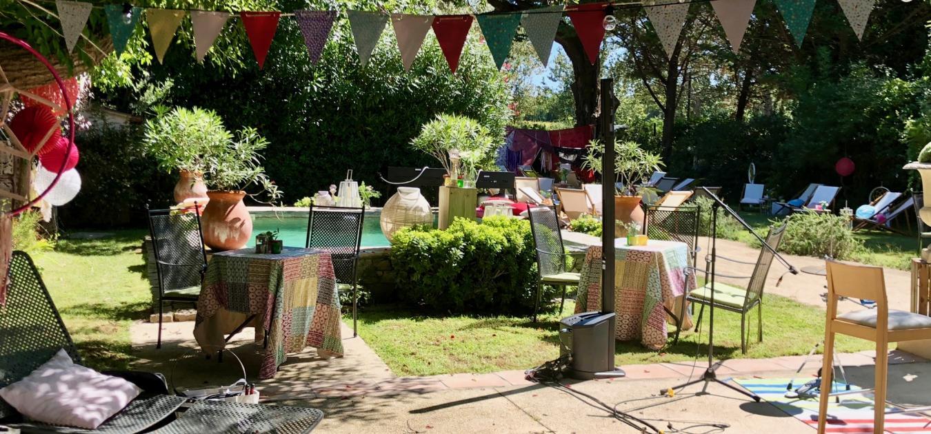 Une soirée hippie chic pour MCI sur l'Ile des Embiez