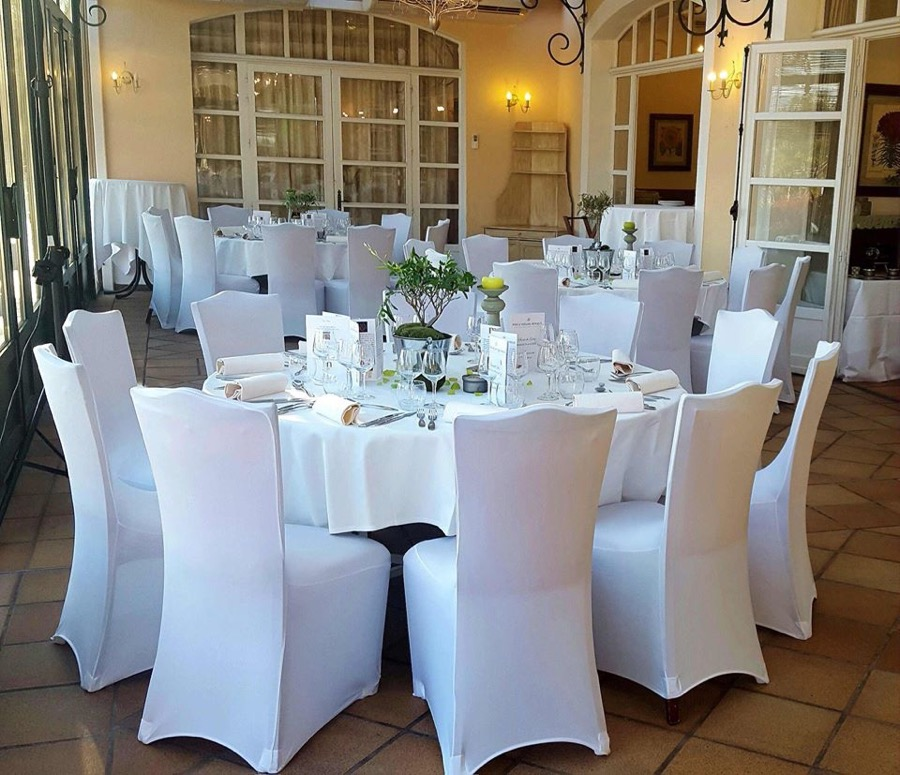 Housses de chaises blanches en lycra location marseille for Housses de chaises blanches