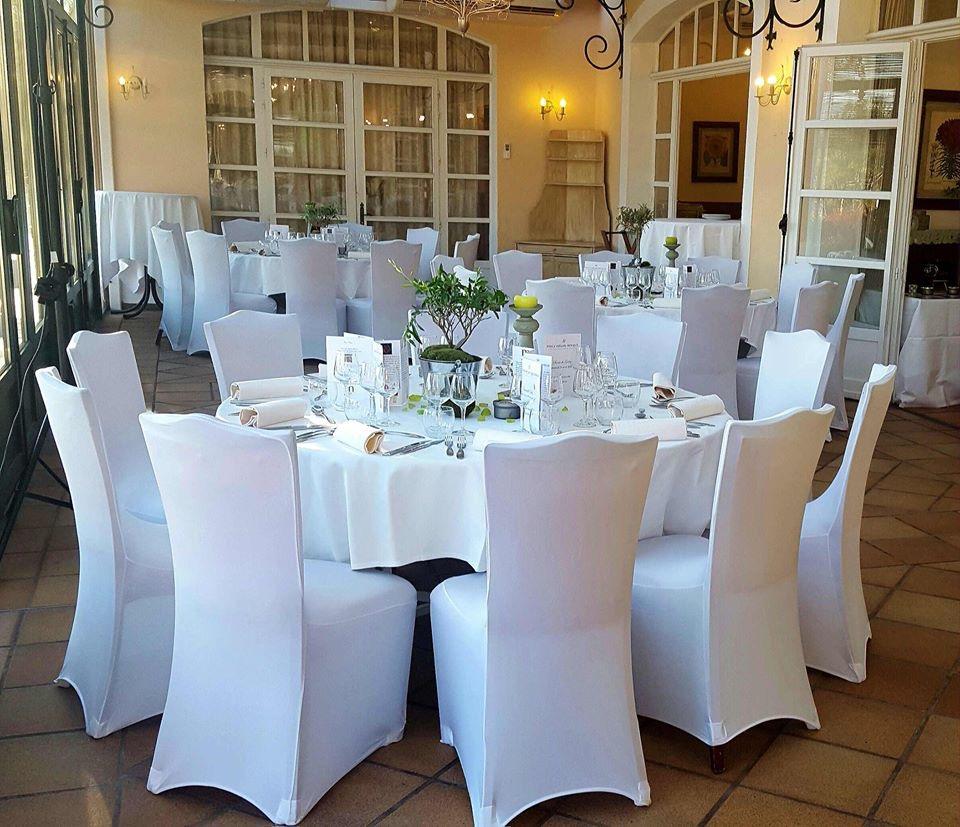 housses de chaises blanches en lycra location marseille 13. Black Bedroom Furniture Sets. Home Design Ideas
