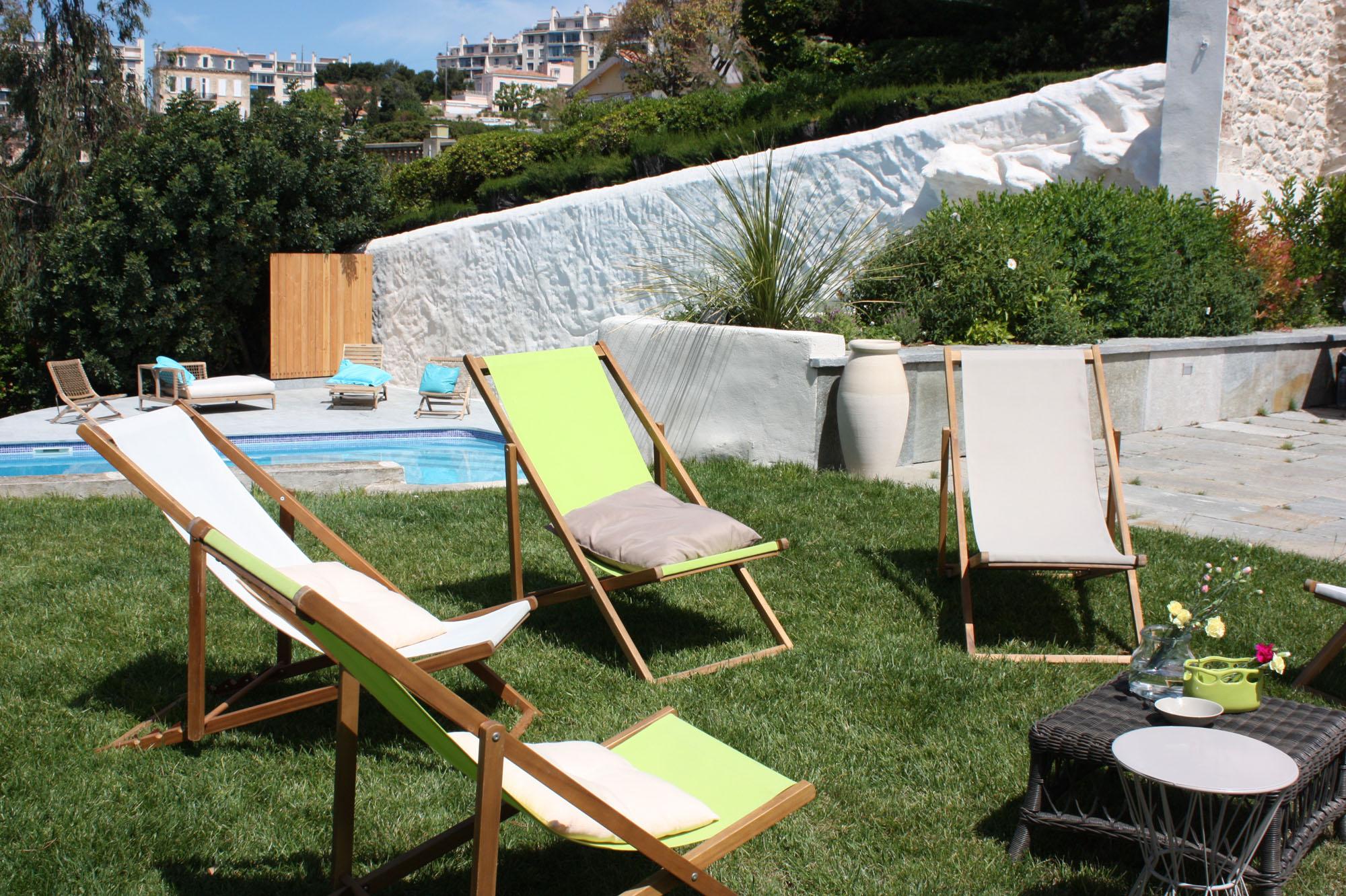 location de chiliennes chaises longues marseille 13 aix en provence. Black Bedroom Furniture Sets. Home Design Ideas